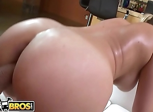 BANGBROS - Sarah Vandella Is A Sexy White Girl With A PHAT Ass
