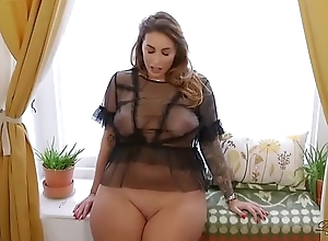 Big Booty British BBW Paige Turnah Masturbates At Sexy Gardener