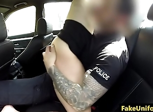 Spex british slut pussyfucks cop in his car