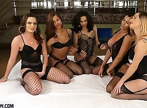 Tranny gangbang with 5 hot trannies and one lucky guy
